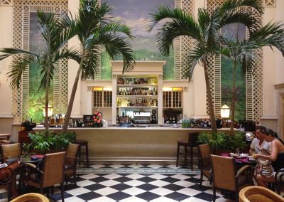 PIC 22 -Lobby bar Hotel Saratoga